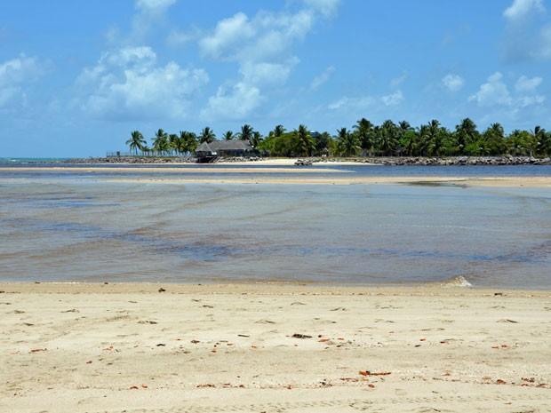 Com bancos de areia rodeados por piscinas naturais, o Pontal de Maracaípe é um dos locais que devem integrar o roteiro de viagem de quem visita Pernambuco (Foto: Ivan Nascimento / Prefeitura de Ipojuca)