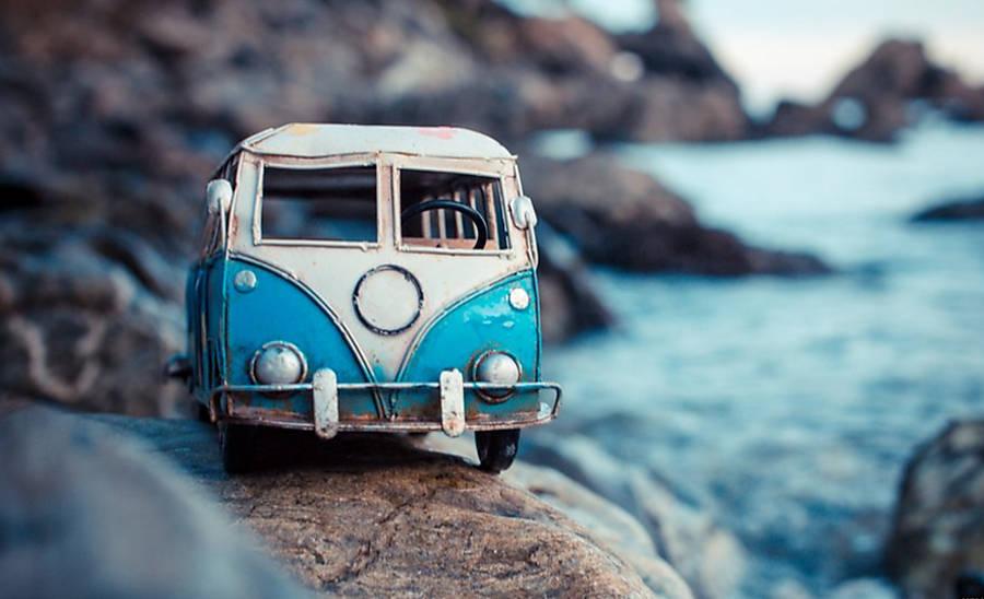 Fotgrafa leva carrinhos de brinquedo em 'aventuras'