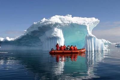 Durante a navegao so proferidas palestras e exibidos filmes sobre o continente