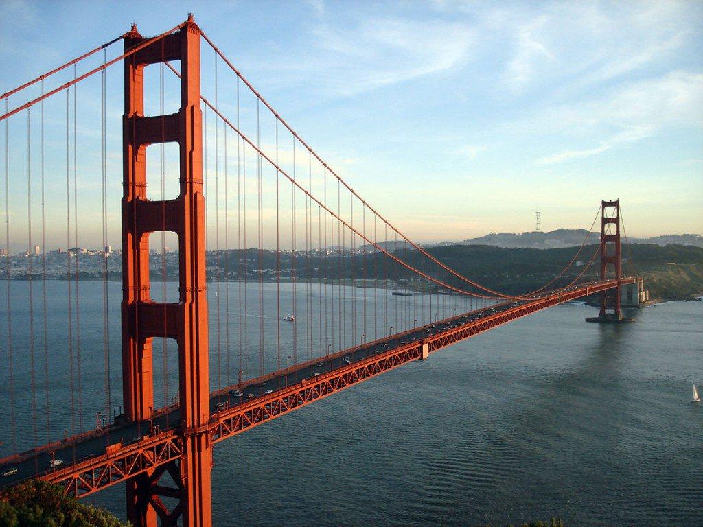 A Golden Gate  considerada uma das Sete maravilhas do Mundo Moderno pela Sociedade Americana de Engenheiros Civis