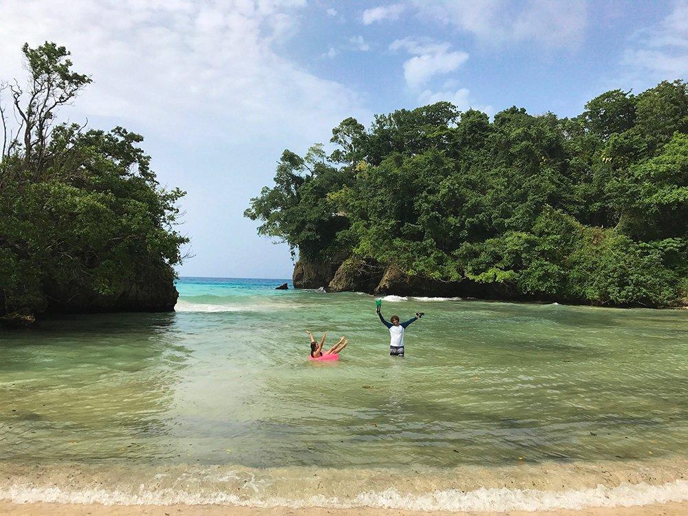Jamaica: Preciosidades da Jamaica: Port Antonio, e o rio cor de esmeralda que deságua no mar