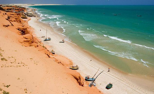 Canoa  a principal praia do municpio de Aracati