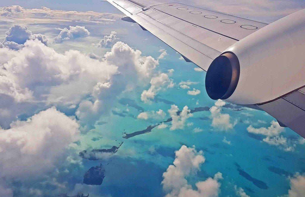 Vista do vo entre Exuma e Nassau, Bahamas