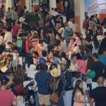 Visitantes invadem centro de convenes em Santos atrs das melhores ofertas