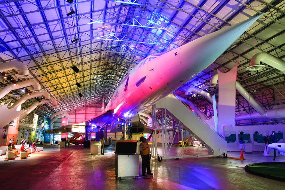 CONCORDE-FRONT-ON-LIGHT-SHOW300f