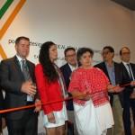 Corte da fita com a embaixadora Beatriz Parede e autoridades