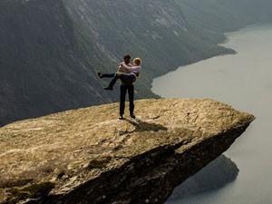 Harald e Hanna após ela dizer 'sim' ao pedido (Foto: Harald Six/Divulgação)