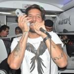 Vocalista da Banda Eva utilizou o microfone da aeronave para cantar