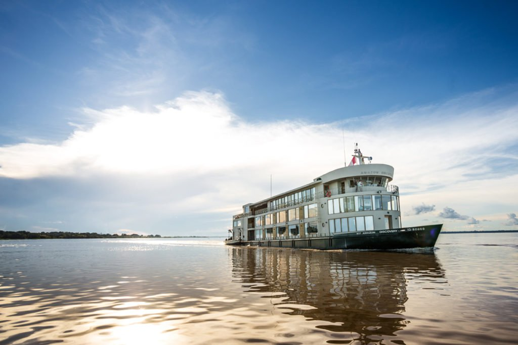 Barco que faz a viagem Amazon Adventure