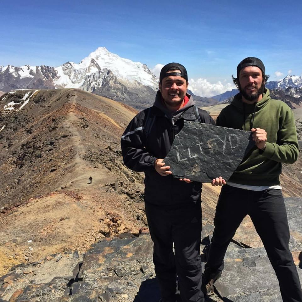 Eduardo e Wagner no pico Chacaltaya, na Cordilheira dos Andes, prximo a La Paz