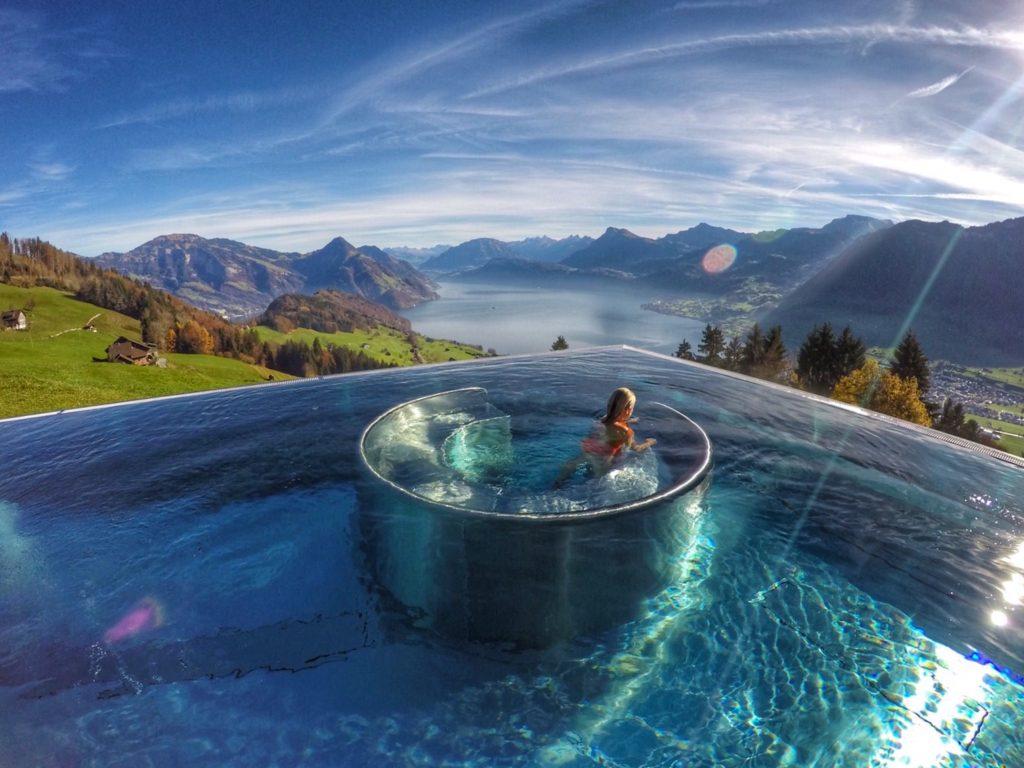 Piscina do Hotel Villa Honegg, com vista para os Alpes Suos e para o Lago Lucerna