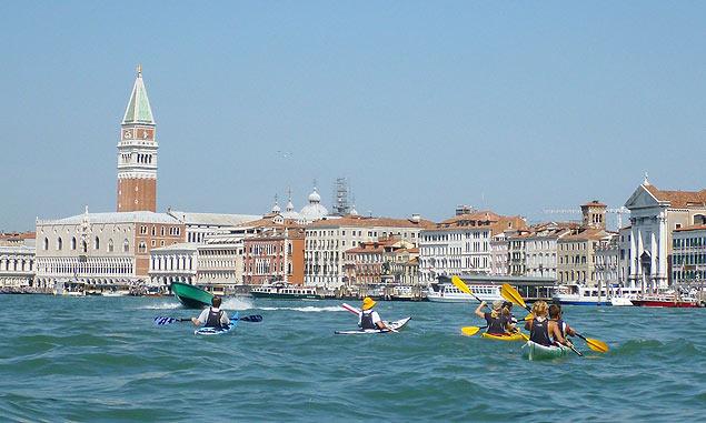 Grupo na bacia de So Marco em Veneza