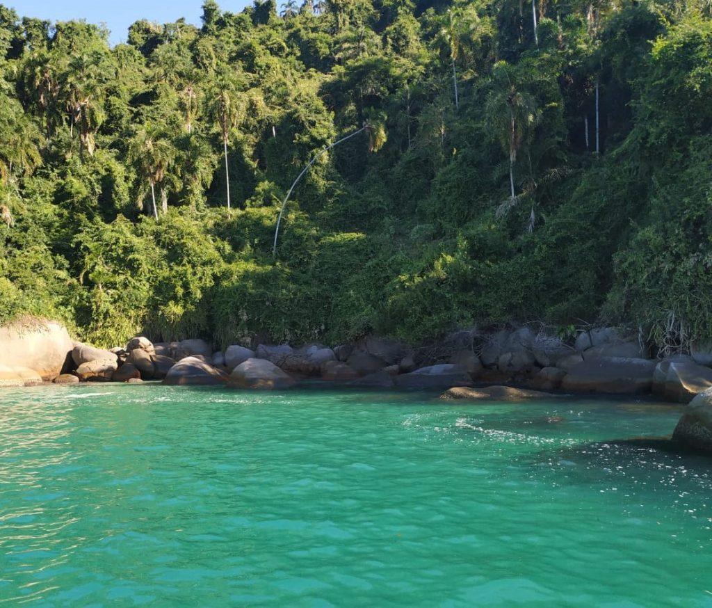 Lagoa lembra dos mares do Caribe