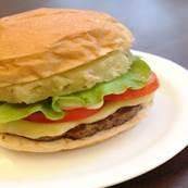 Efeito Primavera: Família Burger inova e adiciona abacaxi no lanche para promover estação