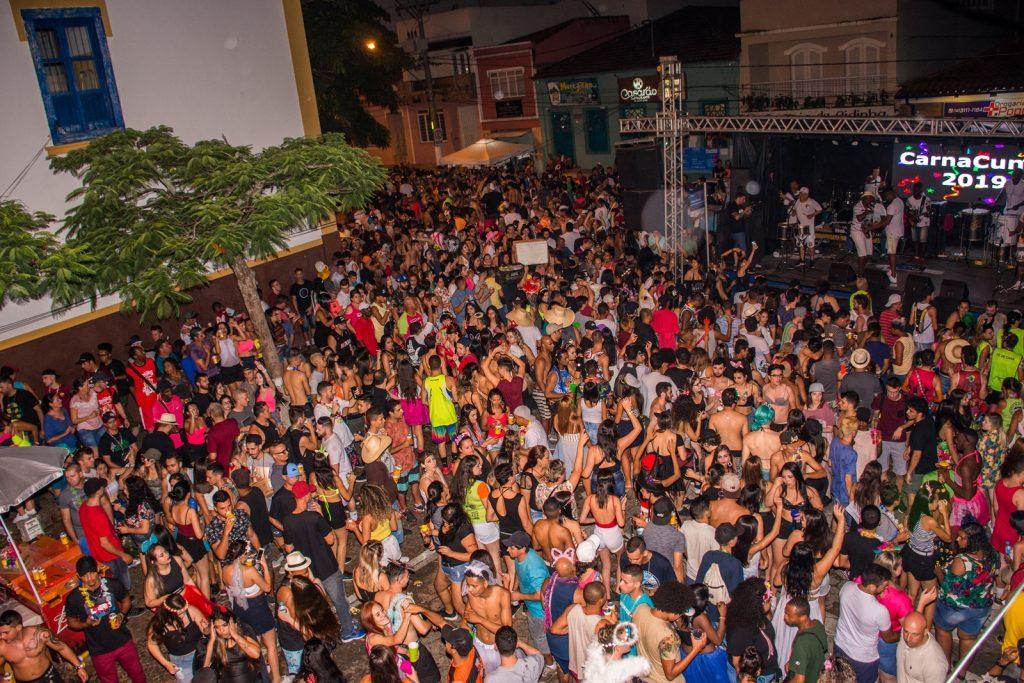 Carnaval de rua em Cunha embala foliões no Vale do Paraíba