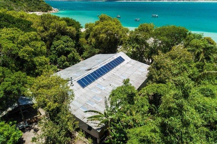 Ilha do Campeche recebe painéis solares e conta com energia limpa e renovável