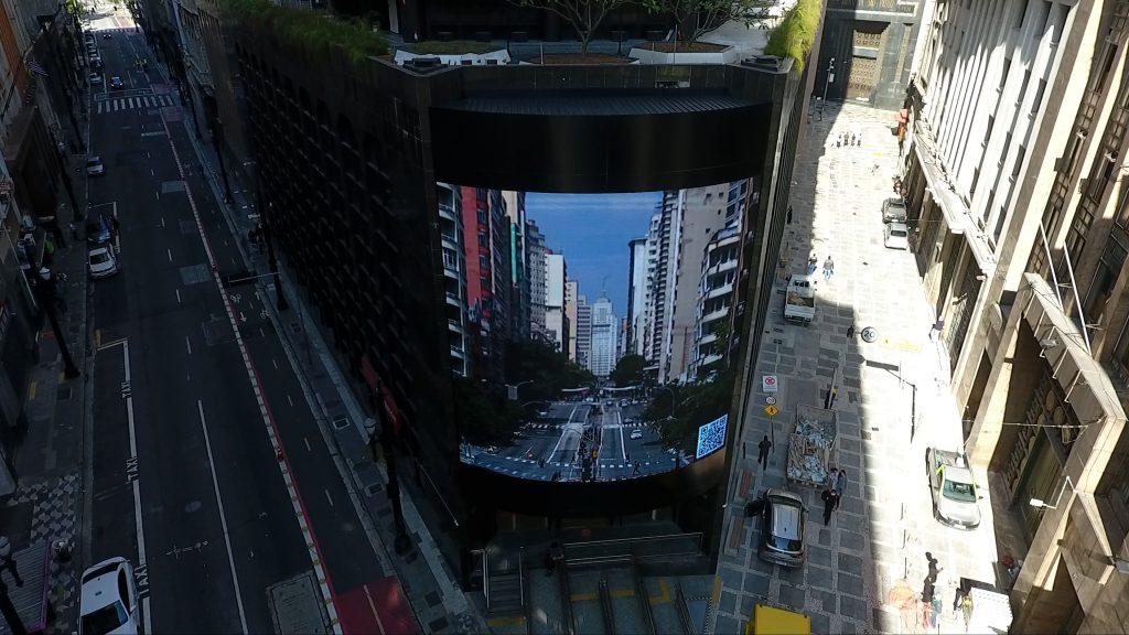 Santander instala painel eletrônico em prédio   para levar arte ao centro de São Paulo