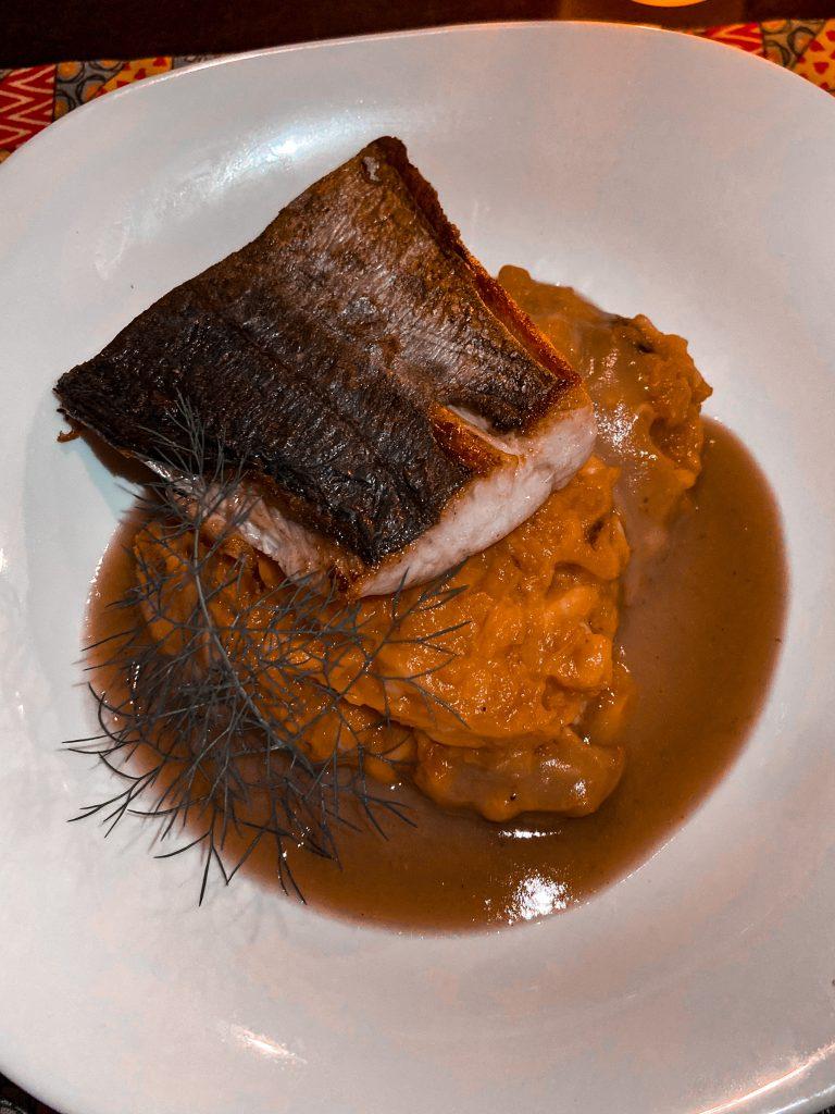 Mousseline de abóbora kabocha com cavala fresca do Fim da Trilha