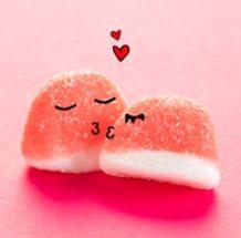 Dia do Beijo: Fini comemora a data com desconto nos seus clássicos Beijos de Morango