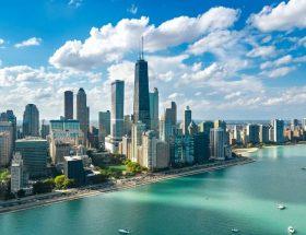 Obras interativas, o melhor museu do mundo, cozinha de fusão e até mesmo um terraço para compartilhar bebidas são características da cidade de Chicago